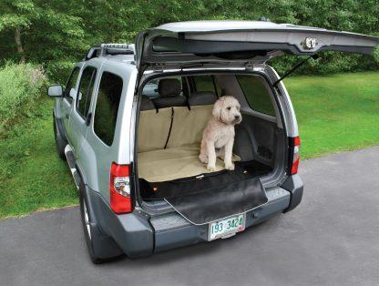 Kurgo Cargo Cape ute med bilen hund
