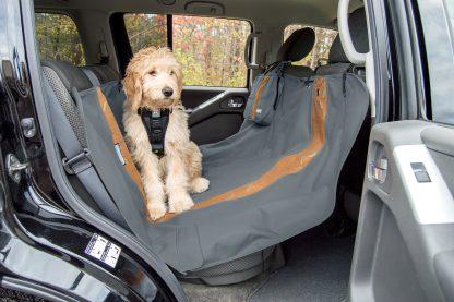 Kurgo Heather Hammock baksätesskydd med hund