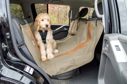 Kurgo Wander Hammock baksätesskydd Khaki med hund